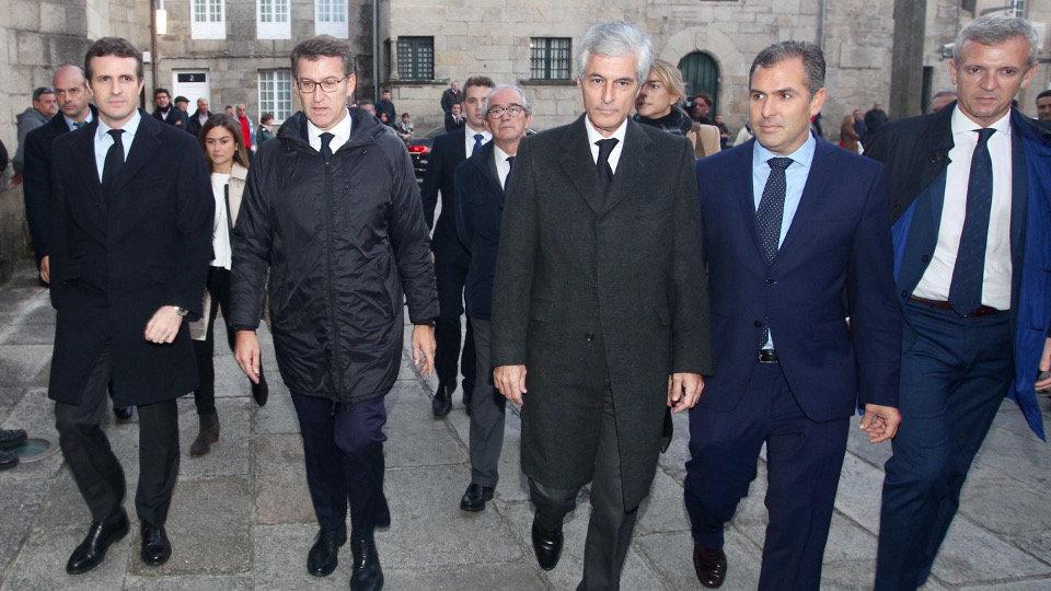 Galer a el pp arropa al expresidente del gobierno en for Adolfo dominguez mendez alvaro 9