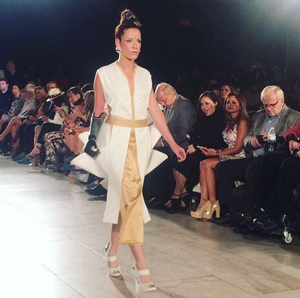 Rebekah Marine, desfilando en la Fashion Week de Nueva York