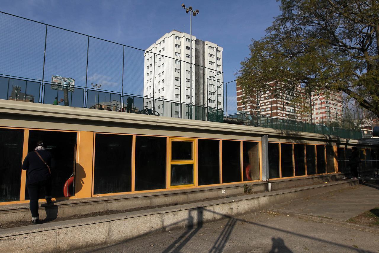 Posponen la reforma de las piscinas de campolongo hasta el for Piscina campolongo