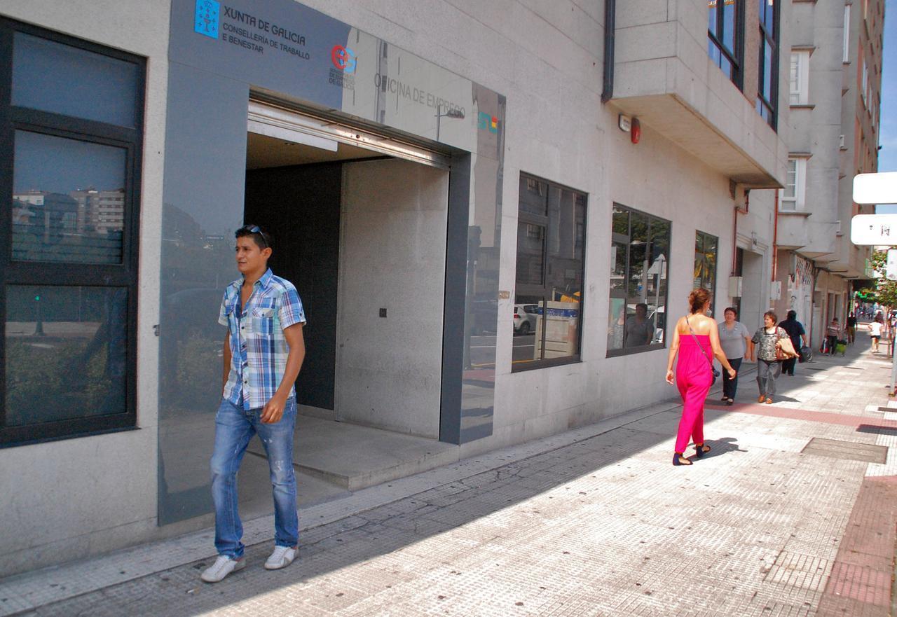 el paro en marzo baj en personas en galicia