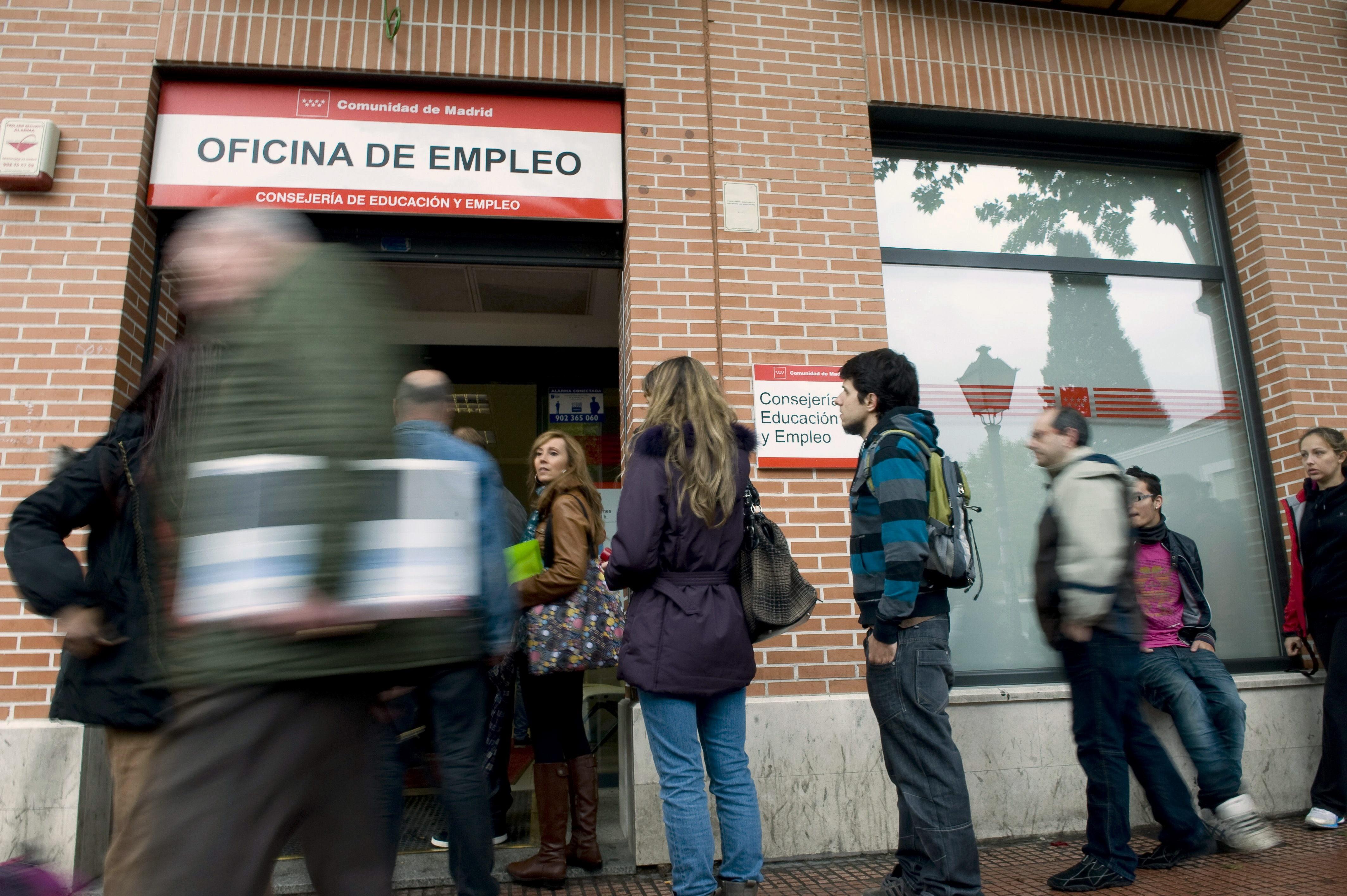 El paro cae en galicia en personas en junio for Oficina de empleo pontevedra