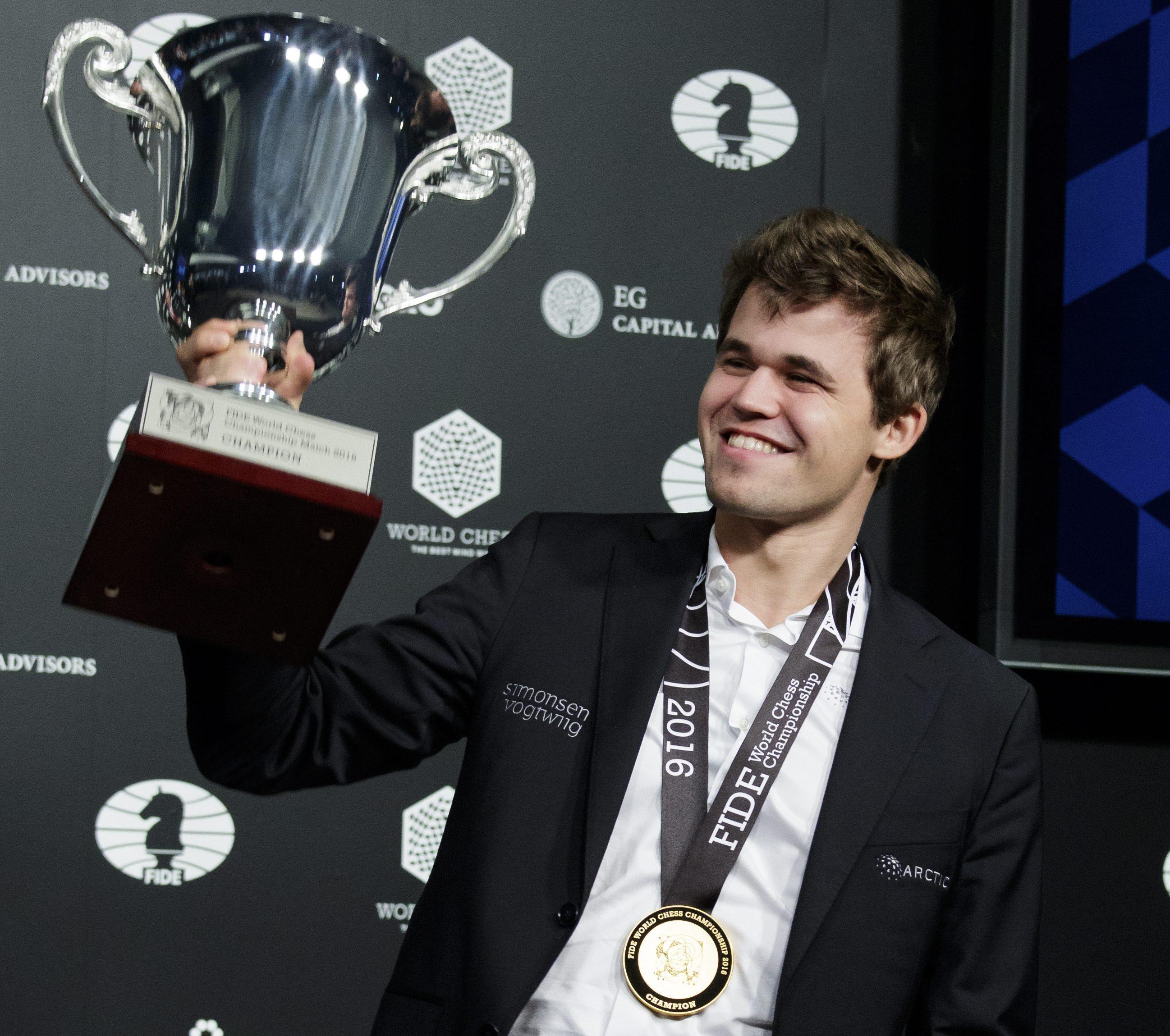 magnus carlsen retiene el título de campeón del mundo de ajedrez