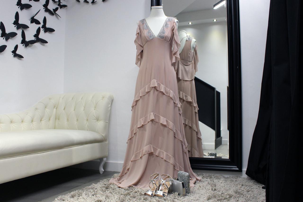 7eabcc96fa Uno de los vestidos que se llevarán en el baile de la Peregrina