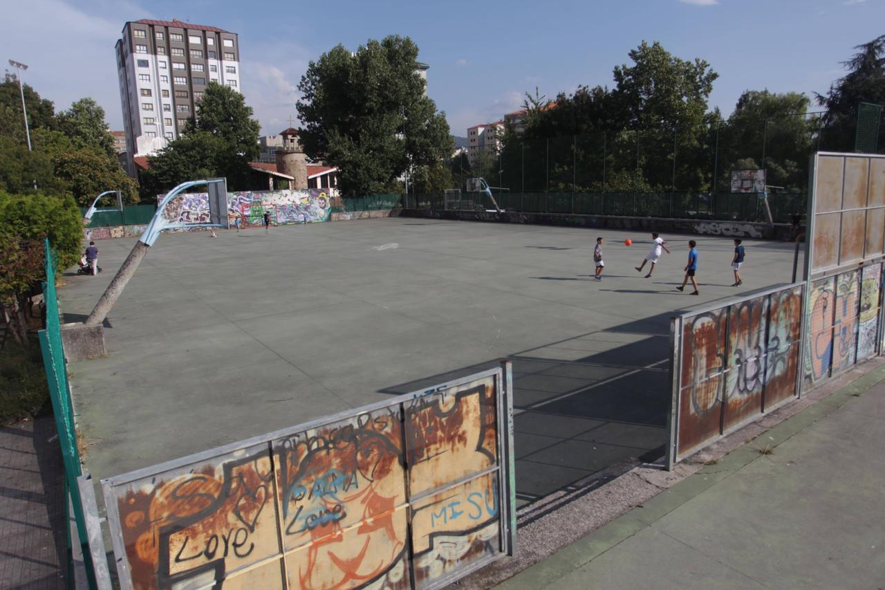 El pp acusa al concello de copiar el proyecto para las for Piscina campolongo