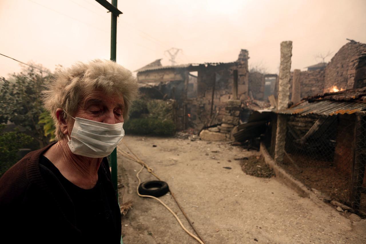 """Antes La Vecina o lume apagámolo nós; só veu un coche de bombeiros e tarde"""""""
