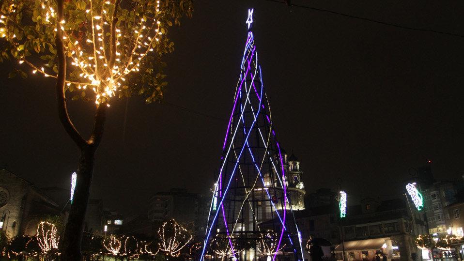 f46913552e9 El árbol de Navidad instalado inicialmente en A Ferrería las pasadas  Navidades. DAVID FREIRE