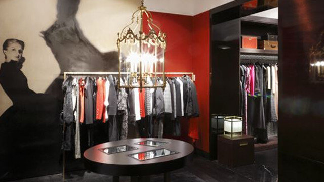 2853c6f9ea97b IBM tienda online Carolina Herrera. Interior de una tienda de Carolina  Herrera. SOCIEDAD TEXTIL LONIA