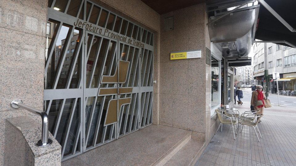 La reforma de la nueva sede de la jefatura provincial de for Oficina trafico vigo