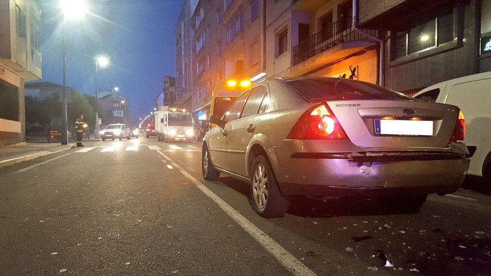 Un menor provoca un accidente en Cambados