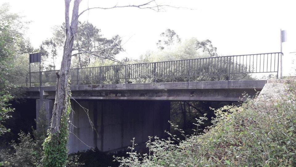 La Aplu ordena al Concello de Barro la demolición del puente del río Areal