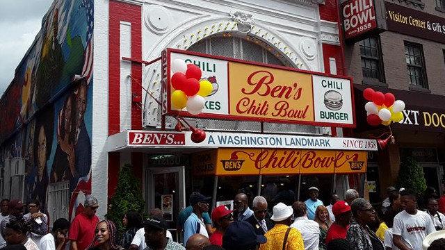Local de comida rápida Ben's Chili Bowl en Washington, DC. ALFONSO FERNÁNDEZ (EFE)