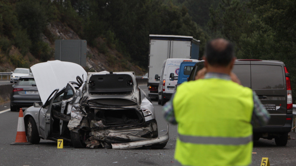 Investigan as causas do accidente da AP-9 no que morreu unha caldense