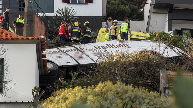 El autobús accidentado en Madeira. HOMEN GOUVEIA