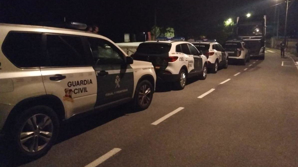 Catro patrullas da Garda Civil participaron no dispositivo. DP