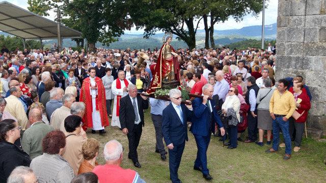 San Breixo reencóntrase con centos de devotos que se reuniron na tradicional romaría de Barro