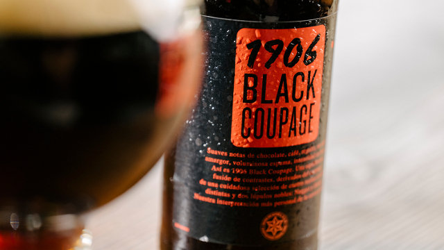 Una botella de 1906 Black Coupage. EP