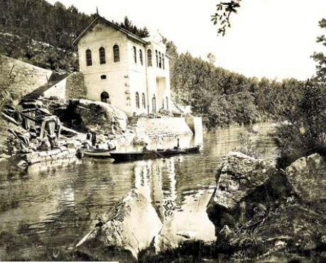 Balneario en el río Lérez, ca 1905. L. NOVAS