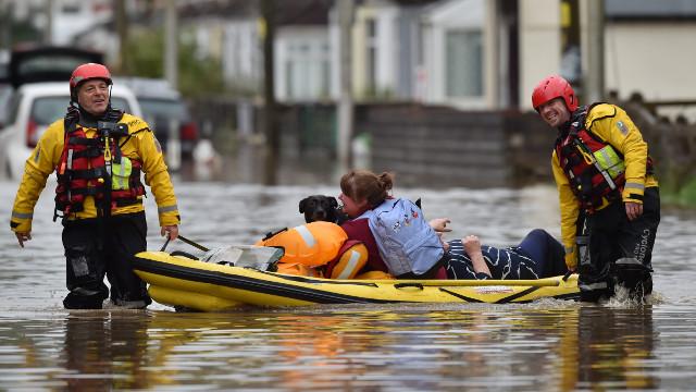 La tormenta Dennis deja al menos tres muertos en Reino Unido