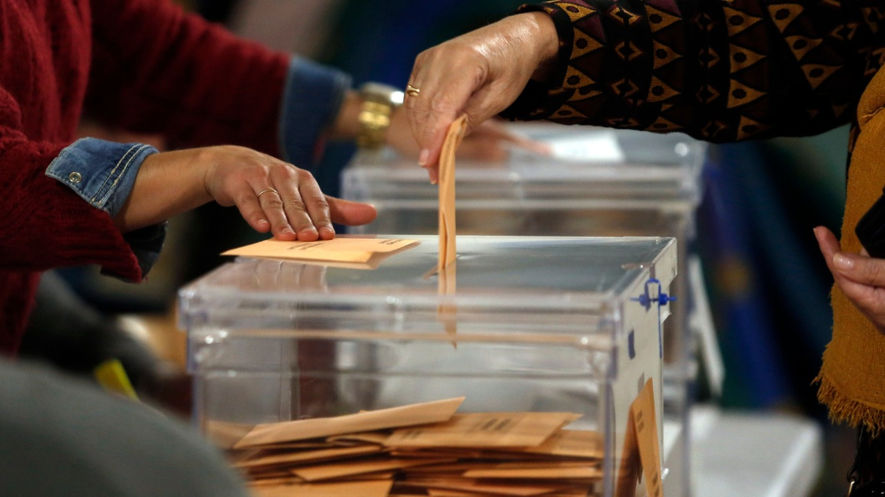 La JEC avala la recomendación de la Xunta de llevar el voto preparado de  casa